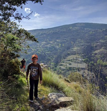 senderismo familia Yegen Sierra nevada Alpujarra